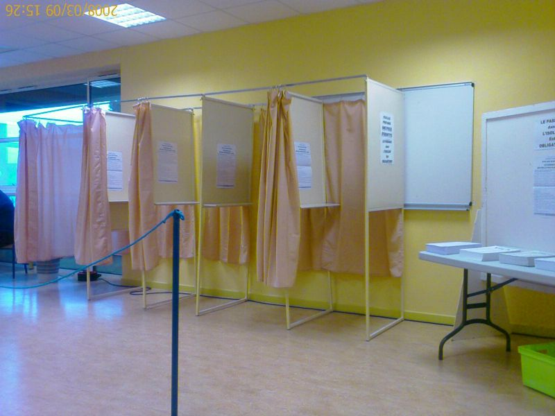 Poletudiant dans les coulisses d un bureau de vote pisode1 - Assesseur titulaire bureau de vote ...